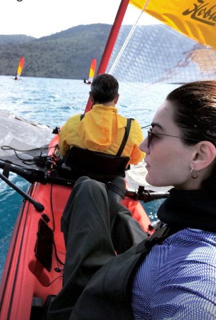Hande Subaşı, Akyaka'da kiteboard yaptı - Magazin haberleri