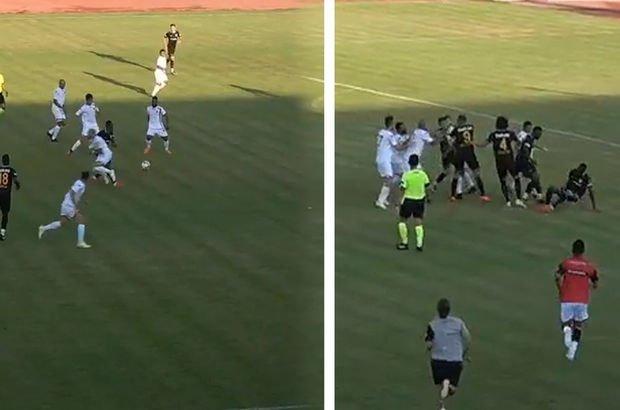 Saha bir anda karıştı! Futbolcular birbirlerine girdi!