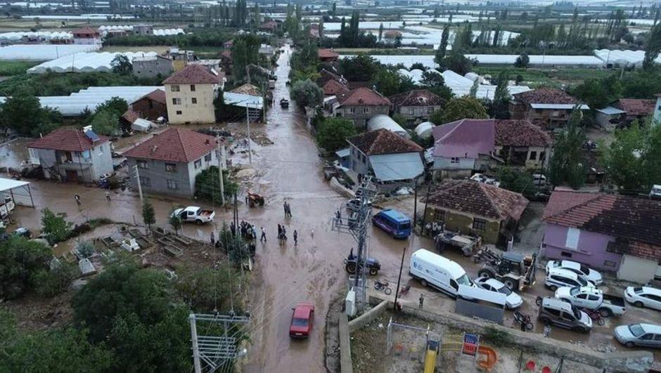 Antalya'nın Elmalı ilçesini sel vurdu