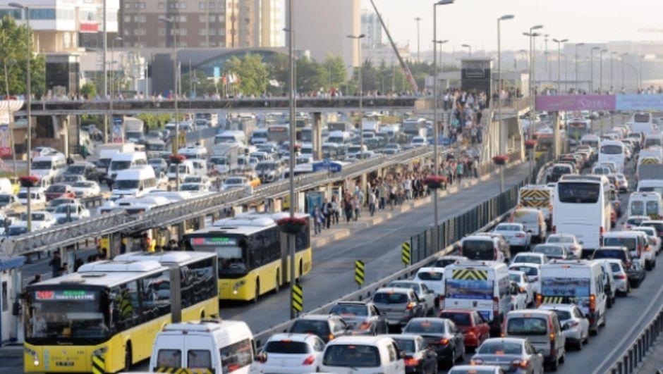 Avcılar'daki zincirleme kaza sonrası trafik normale döndü