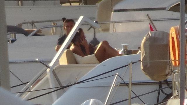 Mustafa Sandal eski eşi Emina Jahovic ile teknede bir araya geldi - Magazin haberleri