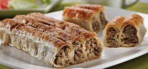 Kolay ev böreği tarifi: Yöresel kıymalı börek nasıl yapılır?