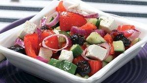 Doyurucu ve diyet salata tarifi: Yunan salatası nasıl yapılır?