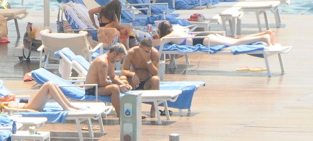 Gülben Ergen-Burak Törer çifti tatile devam ediyor