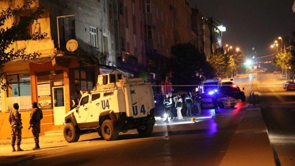 Polis otosuna havai fişekle saldıranlar yakalandı