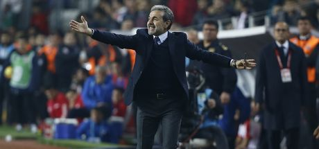 Benfica maçında Aykut Kocaman...