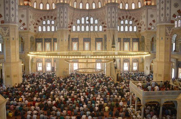 Adana Cuma namazı