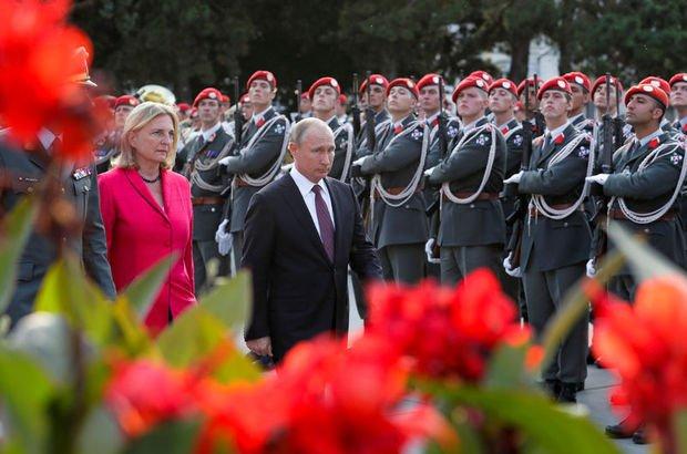 Putin'i düğününe çağırdı! İstifası isteniyor