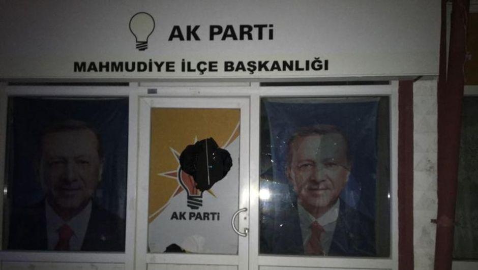 Eskişehir'de AK Parti İlçe Başkanlığı binasına taşlı saldırı