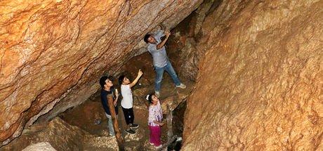 """Bunaltıcı havalara ilaç gibi gelen mağara: """"Buzluk Mağarası"""""""