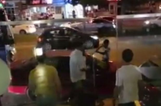 Adana'da sürücü aracını parçaladı
