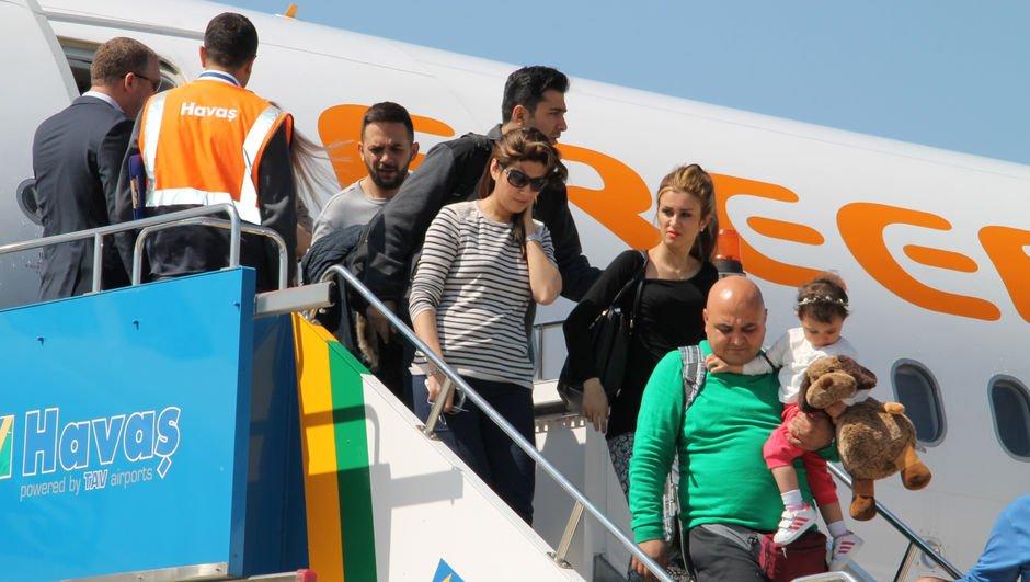 Toplam 128 uçakla Türkiye'ye geldiler