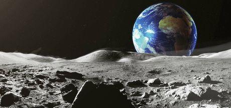 NASA, Ay'ın yüzeyinde buz buldu!