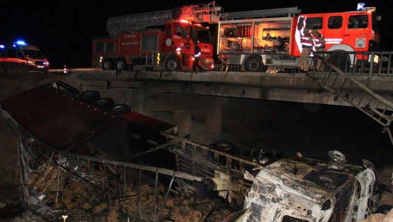 Sivas'ta köprüden devrilen TIR yandı: 1 ölü