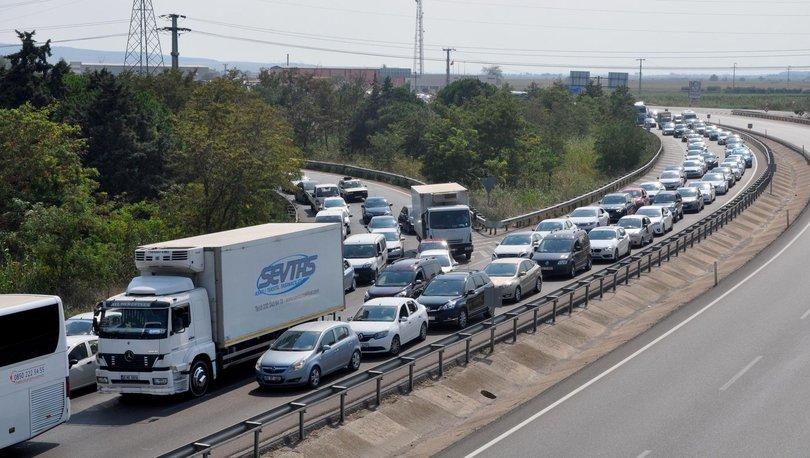 Bayram tatilinin sonuna trafik yoğunluğu git gide artıyor