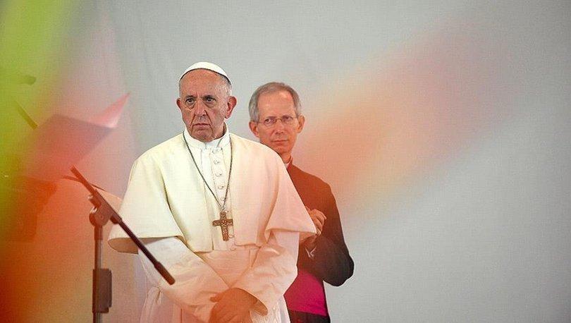 Papa 'din adamları'nın adına özür diledi!