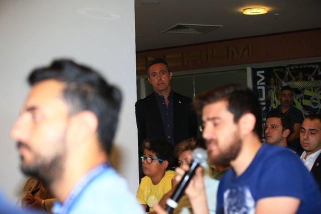 Fenerbahçe'de Ali Koç'un dikkat çeken görüntüsü! İmza töreninde...
