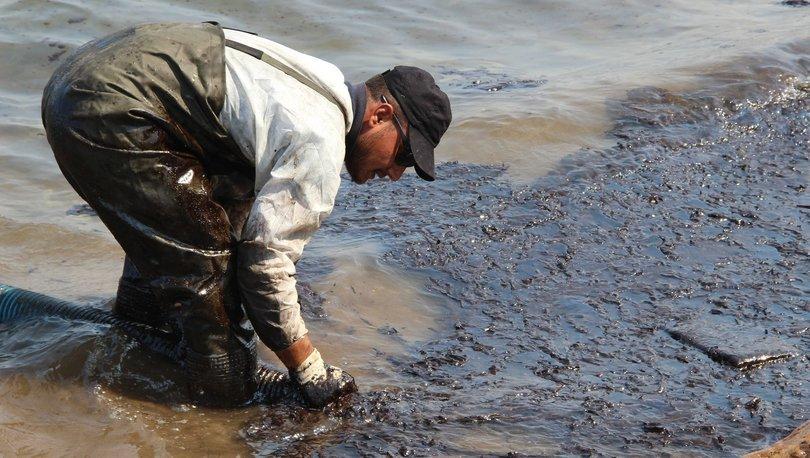 Foçada denize sızan akaryakıtın fuel-oil olduğu tespit edildi