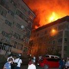 Korkutan yangın! Bina çatısı alevler içinde kaldı