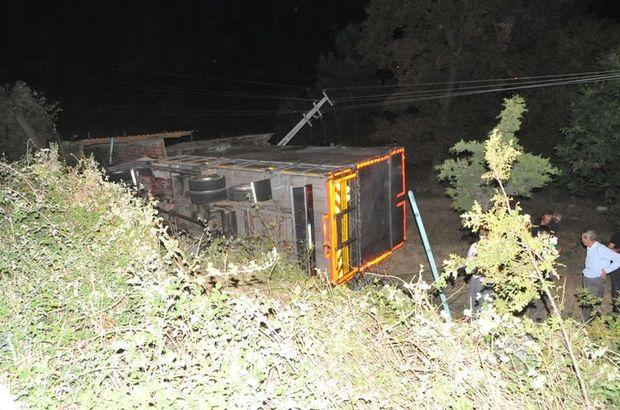 Yoldan çıkan kamyon bahçeye uçtu 1 kişi yaralandı