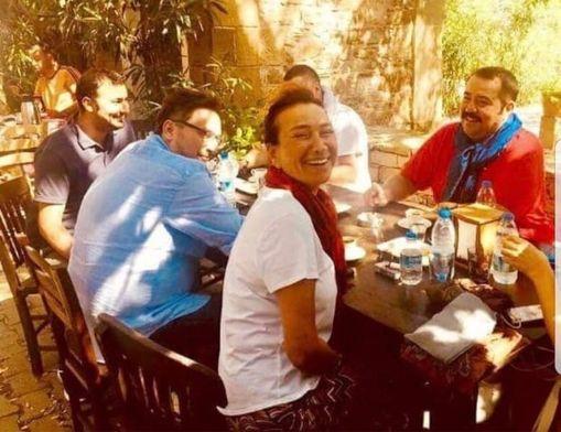Demirer ve Akbağ, Mustafa'nın Kahvesi'nde kahvaltı yaptı.