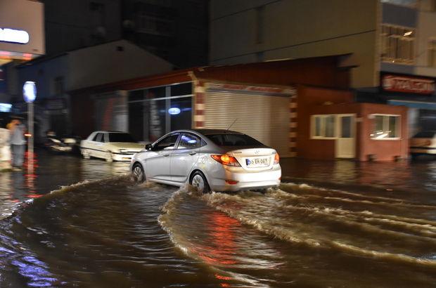 Sağanak yağış hayatı felç etti! Ev ve iş yerlerini su bastı