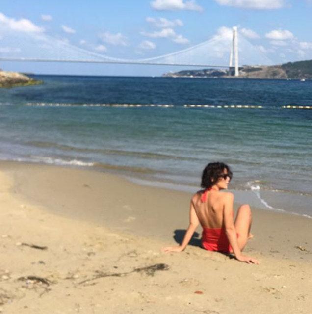 Asena Tuğal, Boğaz'da deniz keyfi yaptı - Magazin haberleri