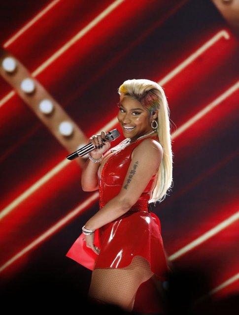Nicki Minaj'ın derin dekoteli elbisesi - Magazin haberleri