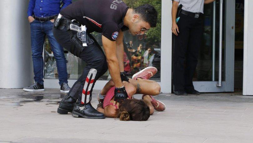 Polis kadını ters kelepçe takarak etkisiz hale getirdi