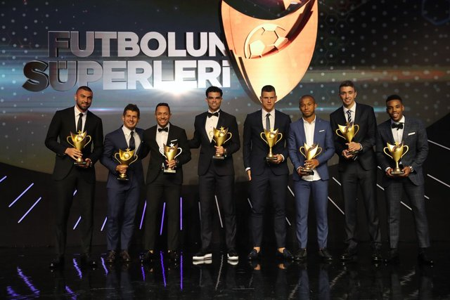 'Futbolun Süperleri' ödül töreninde yıldızlar geçidi (Fotoğraflar)