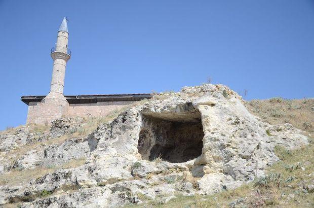 Mağaralardan binalara uzanan bir yerleşim yeri: Tabae