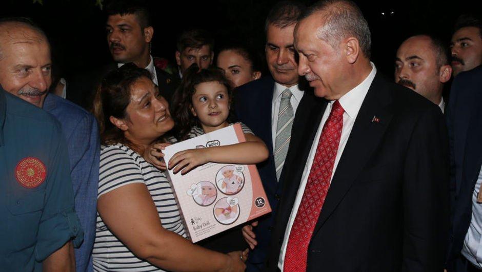 Cumhurbaşkanı Erdoğan'dan Zeytinburnu sahilindeki vatandaşlara sürpriz