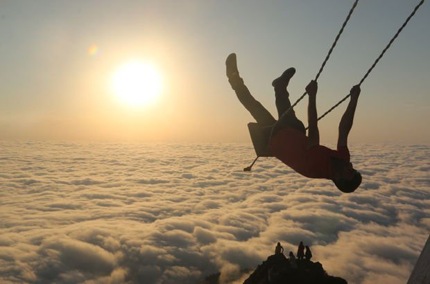 Yüzlerce metre yükseklikten sallandılar!