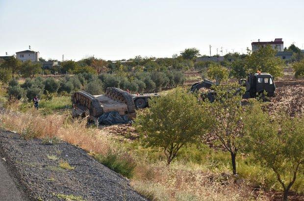 Tank taşıyan askeri TIR devrildi: 3 asker yaralandı