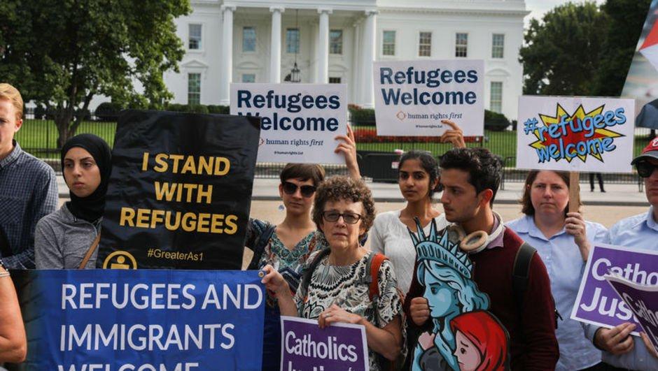 Trump'ın mülteci kararına Beyaz Saray önünde protesto