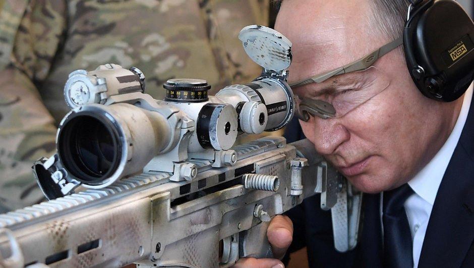 'Keskin nişancı' Putin'den gövde gösterisi!