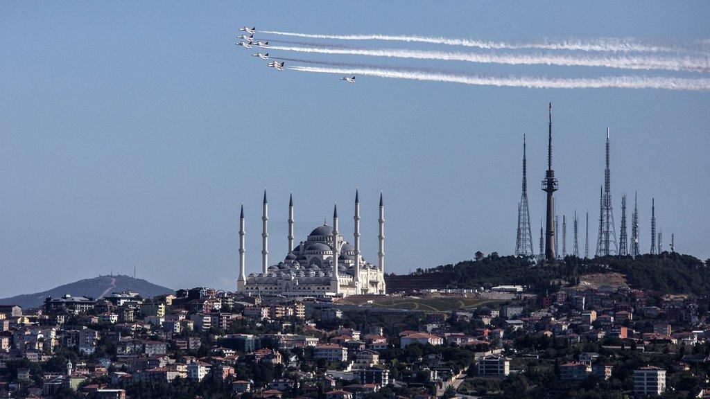 TEKNOFEST başladı, Türk Yıldızları şov yaptı!