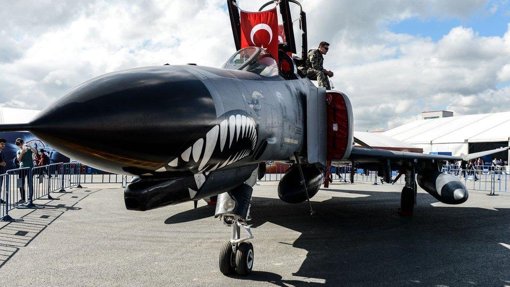 F-16'ya karşı motosiklet, F1 aracı ve iş jeti yarıştı