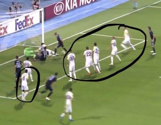 Fenerbahçe Dinamo Zagreb maçında çıldırtan kareler!