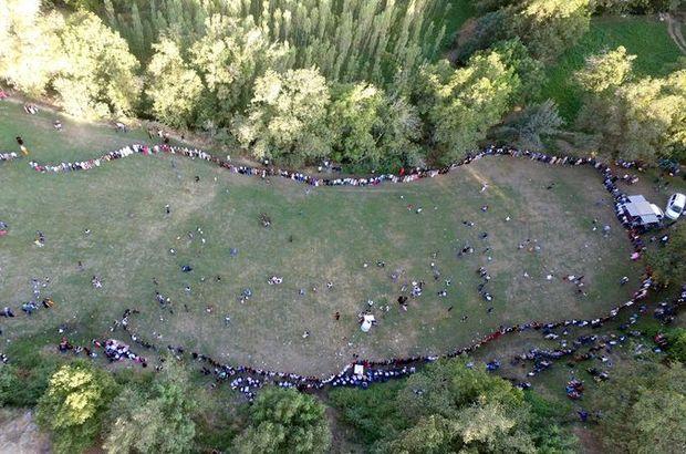 Yüzlerce davetli halaya katıldı