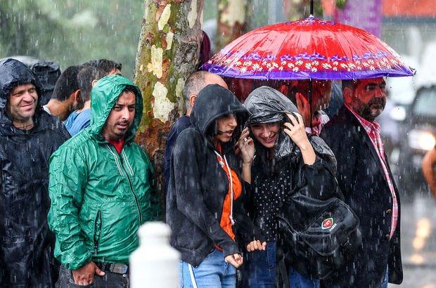 Ülkemizin yarından itibaren Balkanlar üzerinden gelen soğuk ve yağışlı havanın etkisi altına gireceği tahmin ediliyor. Hava sıcaklıklarının salı günü kuzeybatı kesimlerde (Marmara, Kuzey Ege, Batı Karadeniz ve İç Anadolu'nun kuzeybatısı), Çarşamba günü ku
