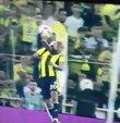 Fenerbahçe - Beşiktaş maçının 80. dakikasında Ayew ve Atiba arasında yaşanan bir pozisyon tartışma yarattı. Ahmet Çakar ve Bünyamin Gezer, pozisyonun penaltı olduğunu söyledi