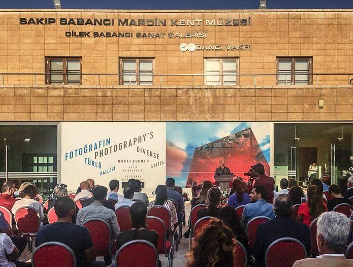 Murat Germen serginin açılışında bir konuşma yaptı.