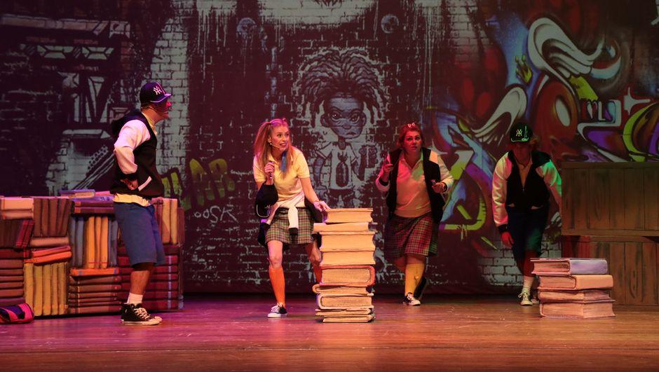 Kitap Kurdu ile Can Haylazlara Karşı oyunu sahneleniyor