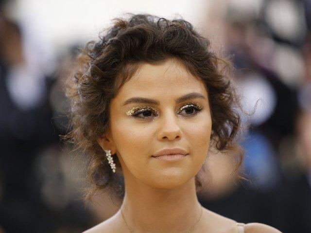 Selena Gomez hastaneye kaldırıldı - Magazin haberleri
