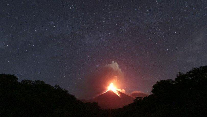 Guatemala'daki Fuego Yanardağı yeniden faaliyete geçti.