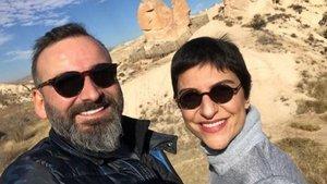 Gazeteci Akdoğar, kanser hastası eşi için yardım istedi!