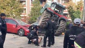Meclis önünde şüpheli traktör ateş açılarak durduruldu