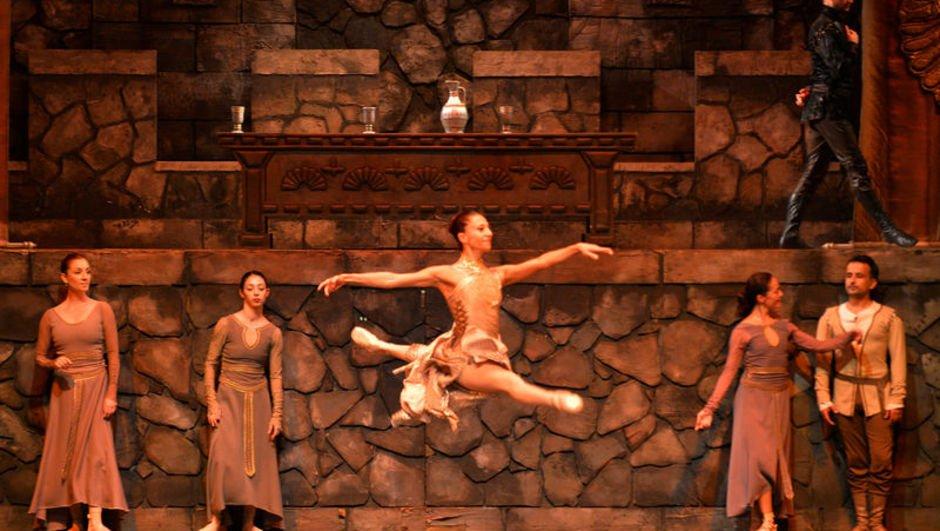 'Hamlet', bale eseri olarak sahneleniyor