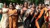 Hindistan'da tapınağa girmek isteyen kadınlar darp edilerek engellendi